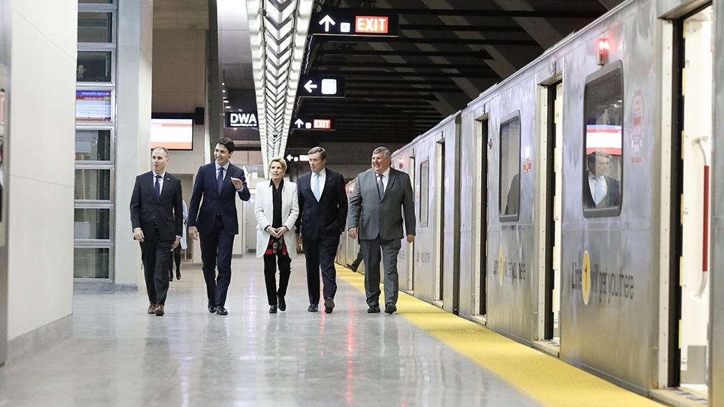 PM Trudeau and other politicians in Subway in York Region