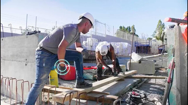 construction workers using Tracescan